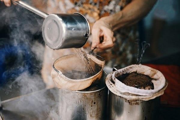 Cách pha cafe rang xay bằng vợt