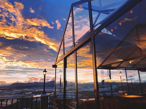 Một trong những quán cafe săn mây Đà Lạt cực chill mà bạn nên đến là Hai Ả