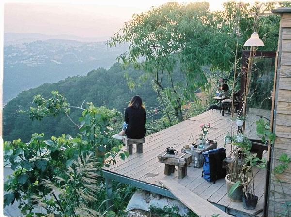 Tiệm cà phê Cheo Veooo là một trong các quán cafe săn mây Đà Lạt giữa lòng thiên nhiên mà bạn nên trải nghiệm